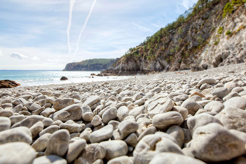 With its Mediterranean beach-like setting and maritime pines, the natural cove of Île Vierge (Virigin Island), also known as Point of Saint Hernot, is a surprising and unusual place in Brittany.