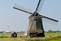 Netherlands,HOLLAND, old and new Windmill / Niederlande Holland Windmuehle und Windkraftanlage