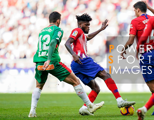 Thomas Teye Partey of Atletico de Madrid (R) competes for the ball with Jonathan Calleri of Deportivo Alaves during the La Liga 2018-19 match between Atletico de Madrid and Deportivo Alaves at Wanda Metropolitano on December 08 2018 in Madrid, Spain. Photo by Diego Souto / Power Sport Images