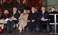 Lichtfest 2013 in Leipzig - die Messestadt gedenkt der friedlichen Revolution im Herbst '89 (1989) - als Ehrengast Bundespräsident Joachim Gauck mit Lebensgefährtin Daniela Schadt. Foto: Norman Rembarz