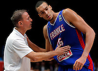 France's Vincent Collet and Rudy Gobert during European championship semi-final basketball match between France and Spain on September 17, 2015 in Lille, France  (credit image & photo: Pedja Milosavljevic / STARSPORT)