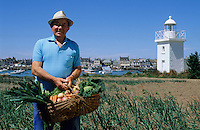 Europe/France/Normandie/Basse-Normandie/50/Manche/Barfleur: Monsieur Lelandais (jardinier) dans son jardin au bord du port [Non destiné à un usage publicitaire - Not intended for an advertising use]