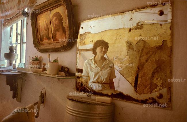 ROMANIA, Bucharest, June 1984..Bath room in the old house..ROUAMNIE, Bucarest, Juin 1984..LA salle de bain dans la vieille maison..Š Andrei Pandele / EST&OST