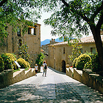 Spain, Catalonia, Costa Brava, Pals: Old town lane | Spanien, Katalonien, Costa Brava, Pals: Altstadtgasse