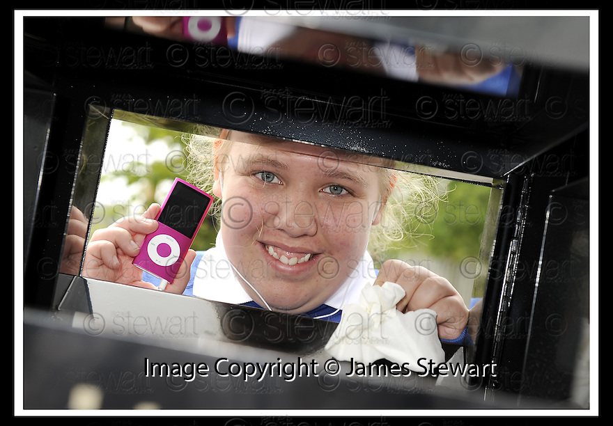 25/06/2009  Copyright  Pic : James Stewart.04_golden_bin  .::  GOLDEN BIN WINNER LAREN JARVIE, 2ND YEAR, GRANGEMOUTH HIGH SCHOOL, WITH  HER IPOD PRIZE :: .James Stewart Photography 19 Carronlea Drive, Falkirk. FK2 8DN      Vat Reg No. 607 6932 25.Telephone      : +44 (0)1324 570291 .Mobile              : +44 (0)7721 416997.E-mail  :  jim@jspa.co.uk.If you require further information then contact Jim Stewart on any of the numbers above.........