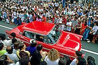 Desfile de carros antigos na Avenida Paulista. São Paulo. 1992. Foto de Juca Martins.