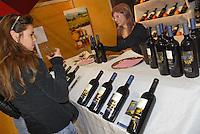 - truffle market in Alba,  tasting of typical wines<br /> <br /> - mercato dei tartufi ad Alba, degustazione di vini tipici