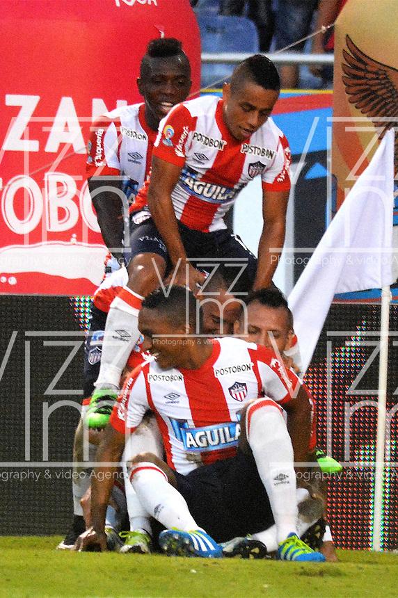 BARRANQUILLA- COLOMBIA -21-05-2016: Jugadores de Atletico Junior celebran el gol anotado a Cortulua,  durante partido entre Atletico Junior y Cortulua, de la fecha 19 de la Liga Aguila I-2016, jugado en el estadio Metropolitano Roberto Melendez de la ciudad de Barranquilla. / Players of Atletico Junior celebrate a scored goal to Cortulua, during a match between Atletico Junior and Cortulua, for date 19 of the Liga Aguila I-2016 at the Metropolitano Roberto Melendez Stadium in Barranquilla city, Photo: VizzorImage  / Alfonso Cervantes / Cont.<br /> BARRANQUILLA- COLOMBIA -21-05-2016: Los Jugadores de Cortulua, celebran el empate con el Atletico Junior, durante partido entre Atletico Junior y Cortulua, de la fecha 19 de la Liga Aguila I-2016, jugado en el estadio Metropolitano Roberto Melendez de la ciudad de Barranquilla. / The players of Cortulua, celebrate celebrate the tie with Atletico Junior, during a match between Atletico Junior and Cortulua, for date 19 of the Liga Aguila I-2016 at the Metropolitano Roberto Melendez Stadium in Barranquilla city, Photo: VizzorImage  / Alfonso Cervantes / Cont.
