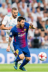 Lionel Andres Messi of FC Barcelona fights for the ball with Karim Benzema of Real Madrid during their Supercopa de Espana Final 2nd Leg match between Real Madrid and FC Barcelona at the Estadio Santiago Bernabeu on 16 August 2017 in Madrid, Spain. Photo by Diego Gonzalez Souto / Power Sport Images