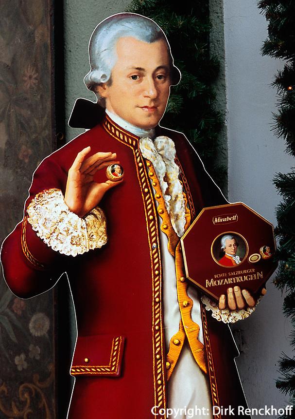 Reklame für Mozartkugeln in  Salzburg, Österreich
