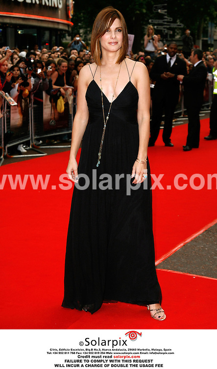 """ALL ROUND PICTURES FROM SOLARPIX.COM..Stars arrive for the premiere of """"The Lake House"""" at the Vue West End, Leicester Square, London.  Job Ref: 2505/PRS. This pic: Sandra Bullock..MUST CREDIT SOLARPIX.COM OR DOUBLE FEE WILL BE CHARGED."""