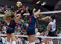 BARRANCABERMEJA - COLOMBIA, 17-09-2021: Argentina (ARG) y Perú (PER) en partido como parte del XXXIV Campeonato Sudamericano de Voleibol Femenino 2021 en el coliseo Luis F Castellanos de Barrancabermeja, Colombia. /  Argentina (ARG) and Peru (PER) in a match as part of XXXIV South American Women's Volleyball Championship 2021 at the Luis F Castellanos Coliseum in Barrancabermeja, Colombia .  Photo: VizzorImage / Jose David Martinez M / Cont
