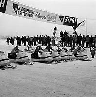 ARCHIVE -<br /> <br /> Le Carnaval de Quebec 1966 0u 1967 - course de skidoo<br /> <br /> PHOTO - Agence Quebec Presse -  Photo Moderne