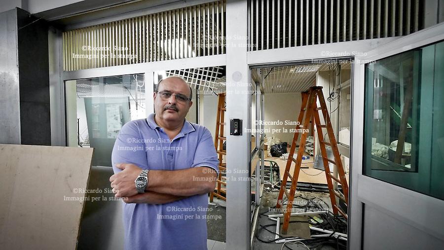 - NAPOLI 9 SET 2014  -   negozi chiusi per caro affitti. nella foto nella foto banco di napoli chiuso galleria vanvitelli vomero  Enzo Perrotta, presidente del centro commerciale Vomero-Arenella.
