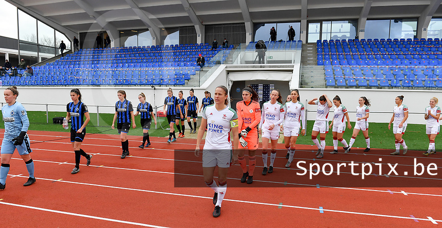 both teams pictured entering the pitch ahead of a female soccer game between Club Brugge Dames YLA and Oud Heverlee Leuven on the 8 th matchday of the 2020 - 2021 season of Belgian Scooore Womens Super League , saturday 21 th November 2020  in Knokke , Belgium . PHOTO SPORTPIX.BE | SPP | DAVID CATRY