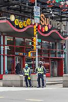 NOVA YORK, EUA 18.03.2020 - CORONAVIRUS-EUA - Policia de Nova York NYPD usa mascara medica e  monitora a Times Square durante a Pandemia de Corona Virus COVID-19 em Nova York . (Foto: Vanessa Carvalho/Brazil Photo Press/Folhapress)