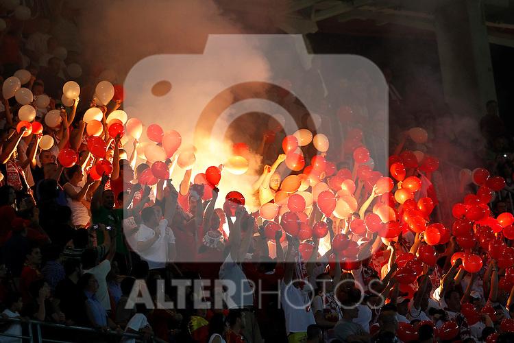Spain's fans light flares during Friendly match.June, 8, 2010. (ALTERPHOTOS/Acero)