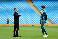 Swansea City manager Carlos Carvalhal talks with Ki Sung-Yueng prior to the Premier League match between Manchester City and Swansea City at the Etihad Stadium, Manchester, England, UK. Sunday 22 April 2018