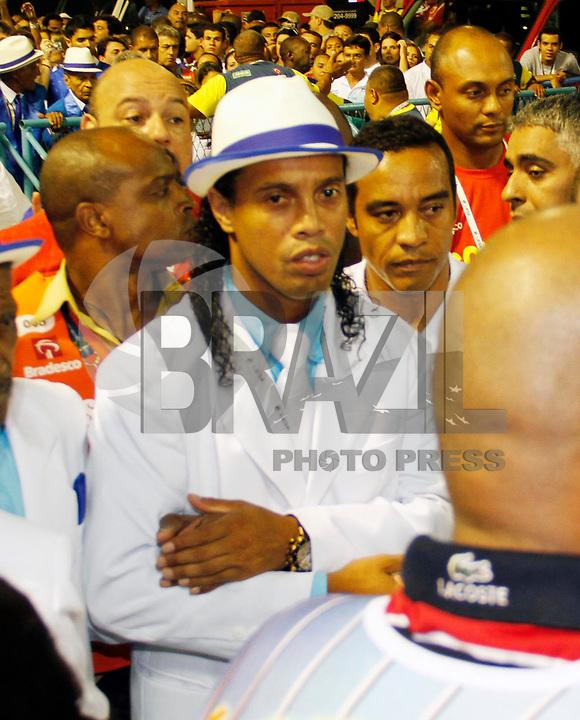 RIO DE JANEIRO, RJ, 06 DE MARÇO DE 2011 - CARNAVAL RJ - PORTELA - Ronaldinho Gaúcho da Portela, no primeiro dia de Desfile das Escolas de Samba do Grupo Especial do Rio de Janeiro, na Marquês de Sapucaí (Sambódromo), no centro da cidade, na noite deste domingo (6). (FOTO: VANESSA CARVALHO / NEWS FREE).