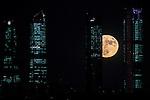 Supermoon. Moon behind the towers of the business area of Madrid , Spain. November 14, 2016. (ALTERPHOTOS/Rodrigo Jimenez)