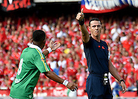 CALI - COLOMBIA -27-11-2016: Wilmar Roldan, arbitro, durante partido entre America de Cali y Deportes Quindio, de los cuadrangulares finales del grupo B del Torneo Aguila 2016 en el estadio Pascual Guerrero de la ciudad de Cali. / Wilmar Roldan, referee, during a match of the 6th round of finals quadrangulars, group B for the Torneo Aguila II 2016 at the Pascual Guerrero stadium in Cali city. Photos: VizzorImage / Luis Ramirez / Staff.