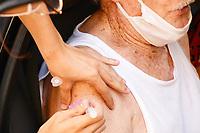 PORTO ALEGRE, RS, 10/02/2021 - VACINA - IDOSOS - A vacinação para idosos com 90 anos de idade começa a ser aplicada em Unidades de Saúde e sistema Drive-thrus em dez locais diferentes de atendimento para imunização contra a Covid-19, em Porto Alegre, nesta quarta-feira (10).
