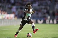 28th August 2021; St James Park, Newcastle upon Tyne, England; EPL Premier League football, Newcastle United versus Southampton; Allan Saint-Maximin of Newcastle United with a step over routine