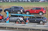 Feature Symbolfoto Thema Verkehr Autotransporter Logistik Mazda Autoindustrie Fahrzeugtransport Schlepper Neuwagen Karossen.  Foto: aif / Norman Rembarz<br /> <br /> Jegliche kommerzielle wie redaktionelle Nutzung ist honorar- und mehrwertsteuerpflichtig! Persönlichkeitsrechte sind zu wahren. Es wird keine Haftung übernommen bei Verletzung von Rechten Dritter. Autoren-Nennung gem. §13 UrhGes. wird verlangt. Weitergabe an Dritte nur nach  vorheriger Absprache. Online-Nutzung ist separat kostenpflichtig.