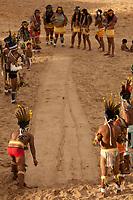 XI Jogos dos Povos Indígenas -    Índios Pareci  do Mato Grosso mostram a prática do tihimore jogado entre homens e mulheres na comunidade.<br /> <br /> O evento, que acontece entre os dias 5 e 12 de novembro, tem como sede o município tocantinense de Porto Nacional, que fica a cerca de 60km da capital, Palmas. São sete dias de competições e apresentações culturais, com a participação de cerca de 1.300 indígenas, de aproximadamente 35 etnias, vindas de todas as regiões do país. São esperados ainda líderes e observadores indígenas de outros países (Argentina, Austrália, Bolívia, Canadá, Equador, EUA, Guiana Francesa, Peru e Venezuela). <br /> Foto Paulo Santos<br /> 10/11/2011<br /> Ilha de Porto Real, Porto Nacional, Brasil.