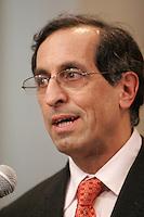 Montreal, le 16 fevrier 2006, Le Dr. Jacques Chaoulli rÈagit en confÈrence de presse r la rÈponse du gouvernement du QuÈbec r l'arret de la Cour supreme du Canada dans la cause qu'il a remportÈe en juin dernier aprcs une saga judiciaire de plusieurs annÈes. Rappelons que la Cour supreme a statuÈ en juin dernier que l'interdiction faite aux QuÈbÈcois de se procurer une assurance santÈ privÈe pour des soins couverts par la RÈgie de l'assurance maladie du QuÈbec contrevient r la Charte quÈbÈcoise des droits et libertÈs de la personne.<br /> photo : Delphine Descamps - Images Distribution