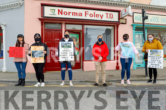Debenhams workers holing a protest outside of Norma Foley TD's Constituency Office in Tralee on Tuesday. L to r: Trish O'Sullivan, Liz O'Donnell, Sonya Kenny, Karen Guerin, Geraldine O'Regan and Sarah Hennessy
