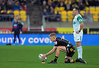 Damien McKenzie lines up a kick at goal alongside referee James Doleman during the Super Rugby Aotearoa match between the Hurricanes and Chiefs at Sky Stadium in Wellington, New Zealand on Saturday, 8 August 2020. Photo: Dave Lintott / lintottphoto.co.nz