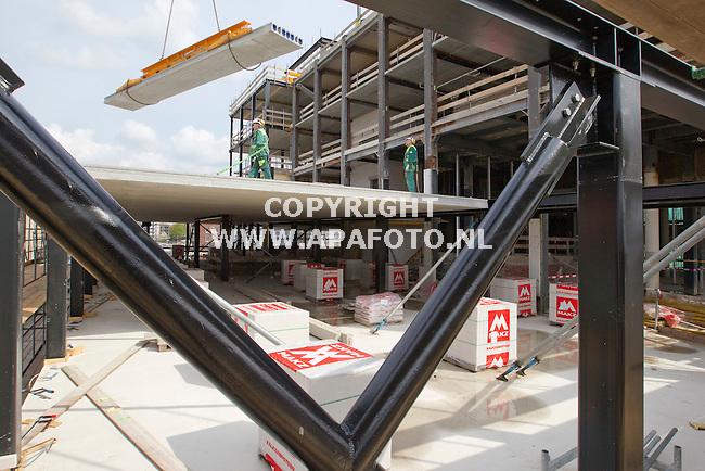 Enschede 150411 Brouwhuis in enschedese wijk Roombeek platen van VBI<br /> Foto Frans Ypma APA-foto