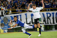 BOGOTA - COLOMBIA -28 -05-2015: Fernando Uribe (Izq.) jugador de Millonarios es derribado en el aérea por Cristian Nasuti (Der.) jugador de Deportivo Cali, durante partido de ida entre Millonarios y  Deportivo Cali, por las semifinales de la Liga Aguila I-2015, jugado en el estadio Nemesio Camacho El Campin de la ciudad de Bogota.   / Fernando Uribe (L) player of Millonarios is brought down inside the area by Cristian Nasuti (R) player of Deportivo Cali, during a match for the first leg between Millonarios and Deportivo Cali, for the semifinals of the Liga Aguila I-2015 at the Nemesio Camacho El Campin Stadium in Bogota city, Photo: VizzorImage / Nestor Silva / Cont.