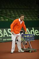7-2-06, Netherlands, Amsterdam, Daviscup, first round, Netherlands-Russia, training  coach Tjerk Bogtstra
