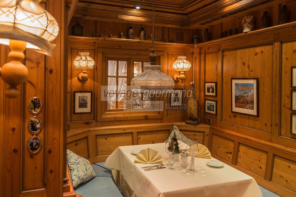 Europe/Allemagne/Bade-Würrtemberg/Forêt Noire/Bad Peterstal-Griesbach: restaurant tarditionnel de l'Hôtel Dollenberg