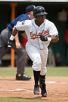 Arthur Bonevacia (25) of the Bluefield Orioles hustles down the first base line at Bowen Field in Bluefield, WV, Sunday July 6, 2008. (Photo by Brian Westerholt / Four Seam Images)