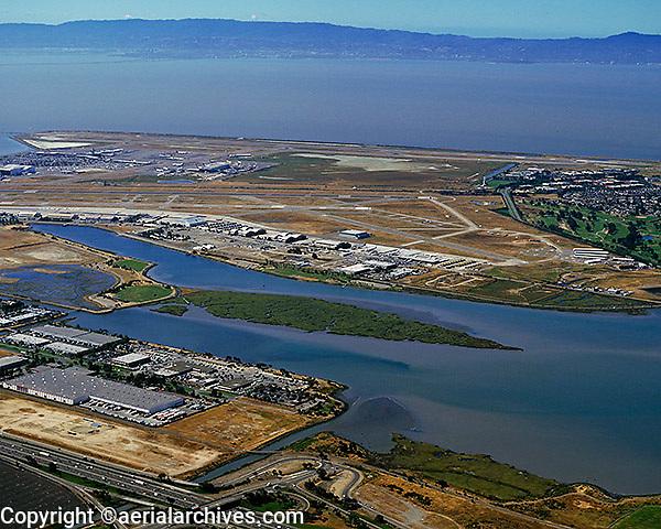 aerial photograph Oakland International airport, Arrowhead marsh, San Leandro bay