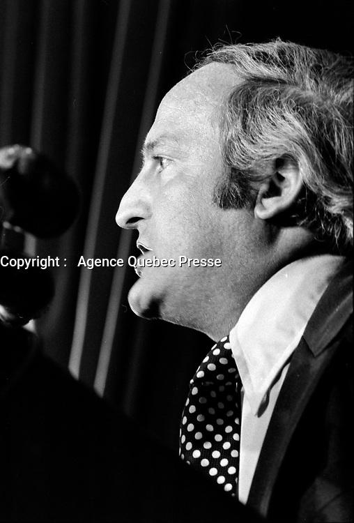 le chef de l,Union Nationale Gerard Loubier prononce un  discours, le 14 janvier 1971.<br /> <br /> <br /> PHOTO : Agence Quebec Presse - Alain Renaud