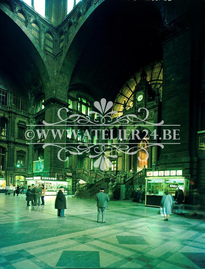 Juni 1994. Centraal Station aan het Astridplein in Antwerpen.