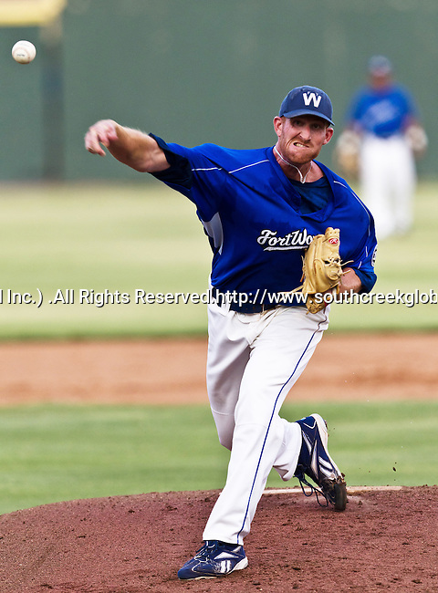 Fort Worth Cats Pitcher Nick DeBarr (31) in action during the American Association of Independant Professional Baseball game between the El Paso Diablos and the Fort Worth Cats at the historic LaGrave Baseball Field in Fort Worth, Tx. El Paso defeats Fort Worth 6 to 1.