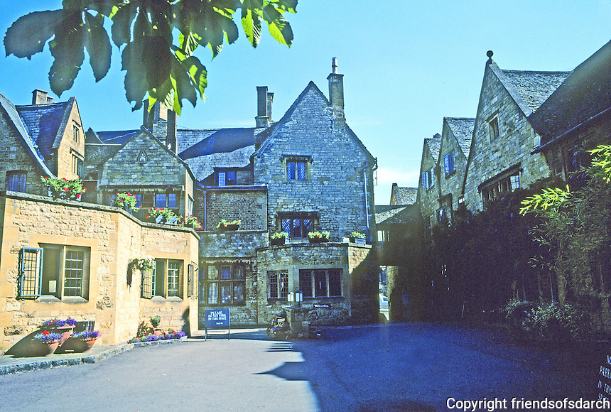 Broadway: Lygon Arms Hotel, rear court and outbuildings. Photo '05.