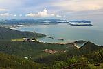 Malaysia, Pulau Langkawi, Mount Machincang: View over islands west coast from top of Mount Machincang cable car | Malaysia, Pulau Langkawi, Mount Machincang: Blick ueber die Westkueste von der Mount Machincang Seilbahn