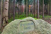 """Felsbrocken mit Inschrift """"Deutschmann Grund"""", Märkisch Oderland, Brandenburg, Deutschland"""