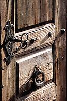 Europe/France/Rhône-Alpes/74/Haute-Savoie/La Chapelle-d'Abondance: Détail de la porte et de la serrure d'un chalet