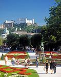Oesterreich, Salzburger Land, Salzburg: Blick vom Mirabell Schlosspark zur Altstadt mit Dom und Festung Hohensalzburg | Austria, Salzburger Land, Salzburg,:view across Mirabell Palace Garden towards Down Town with cathedral and fortress Hohensalzburg