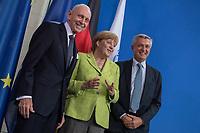 Gemeinsame Presseunterrichtung nach dem Gespraech von Bundeskanzlerin Merkel mit dem Hohen Fluechtlingskommissar der Vereinten Nationen (UNHCR), Filippo Grandi (rechts), und dem Generaldirektor der Internationalen Organisation fuer Migration (IOM), William Lacy Swing (links) am Freitag den 11. August 2017 im Bundeskanzleramt.<br /> 11.8.2017, Berlin<br /> Copyright: Christian-Ditsch.de<br /> [Inhaltsveraendernde Manipulation des Fotos nur nach ausdruecklicher Genehmigung des Fotografen. Vereinbarungen ueber Abtretung von Persoenlichkeitsrechten/Model Release der abgebildeten Person/Personen liegen nicht vor. NO MODEL RELEASE! Nur fuer Redaktionelle Zwecke. Don't publish without copyright Christian-Ditsch.de, Veroeffentlichung nur mit Fotografennennung, sowie gegen Honorar, MwSt. und Beleg. Konto: I N G - D i B a, IBAN DE58500105175400192269, BIC INGDDEFFXXX, Kontakt: post@christian-ditsch.de<br /> Bei der Bearbeitung der Dateiinformationen darf die Urheberkennzeichnung in den EXIF- und  IPTC-Daten nicht entfernt werden, diese sind in digitalen Medien nach §95c UrhG rechtlich geschuetzt. Der Urhebervermerk wird gemaess §13 UrhG verlangt.]