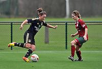 Dames Zulte - Waregem - RSC Anderlecht : Laurence Marchal aan de bal voor Elodie Branquart.foto DAVID CATRY / VROUWENTEAM.BE