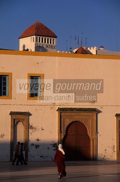 Afrique/Afrique du Nord/Maghreb/Maroc/Essaouira : Place Moulay Hassan - Les façades des maisons et la terrasse e la villa Maroc