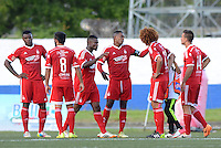 RIONEGRO -COLOMBIA-3-NOVIEMBRE -2014. Jugadores del America de Cali durante el partido contra Rionegro .Accion de juego entre los  equipos Rionegro y America de Cali  partido de los cuadrangulares semifinales primera fecha  del Torneo Postobon  jugado en el estadio Tulio Ospina de Rionegro./  Players of America de Cali during game against Rionegro .Action game between the Rionegro  and America  de Cali semifinal game runs teams first date Postob—n Tournament played at the  Tulio Ospina stadium in Rionegro  .  Photo: VizzorImage / Luis Rios / Stringer